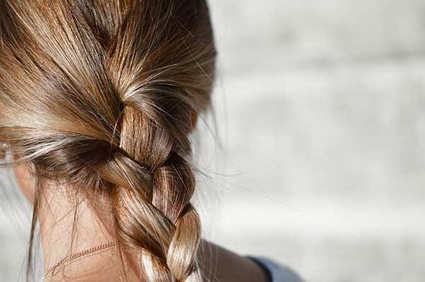 Haarpflege mit Zopf