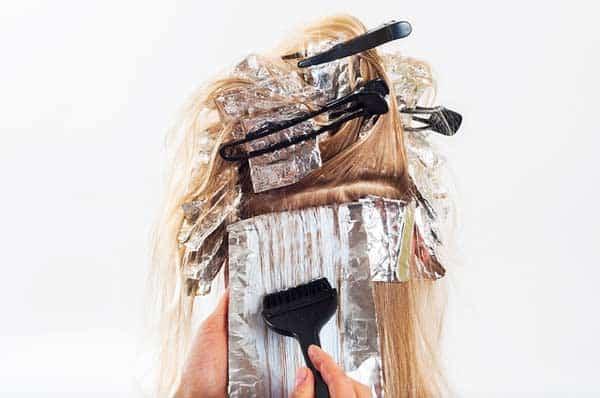 Nach dem Haarefärben braucht das Haar Pflege